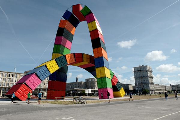 Vincent Ganivet, Catène de containers©Estelle Coletta